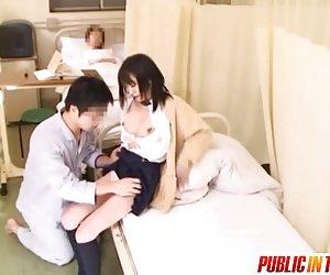 Söt tonåring i ett sjukhus knullar