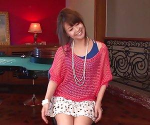 Maika ger en japan tjej avsugning och knullar två killar